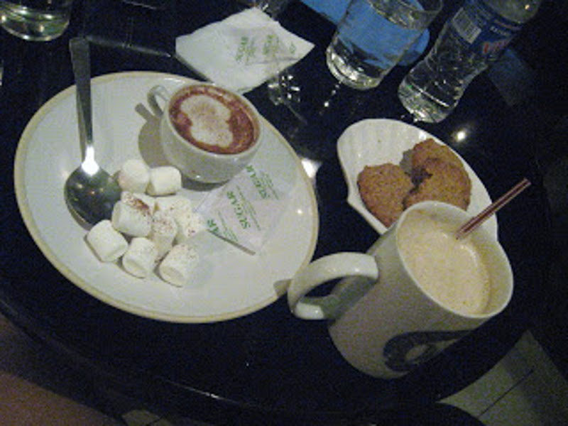 hot Choco, caffe Latte and oatmeal cookies